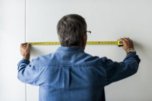 How to prepare furniture when moving, measure the walls.
