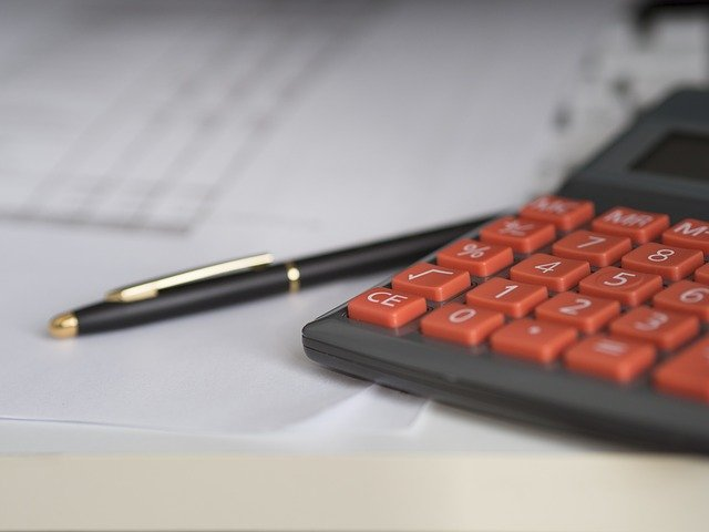 A calculator to calculate the cost of a full-service move