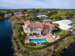 A property in Miami, an inspiration if you want to build a home in Miami.