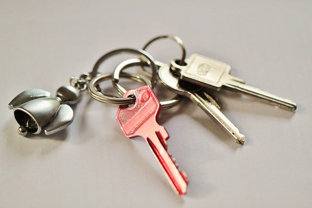 Keychain with several keys on it.