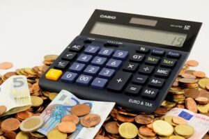 Calculator Money - How to cut costs when preparing for an international relocation