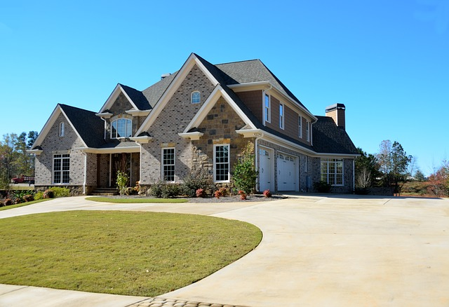 Luxury home - Make sure to have a guide to buying a luxury home in Virginia by your side.